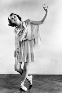 1942. Audrey bailando ballet a los 13 años.