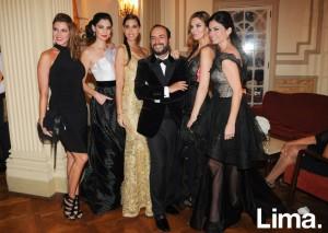 Efraín junto a las top models peruanas