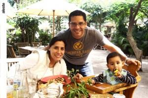 Noelia Ramírez, Ignacio y Alan del Castillo en la Huerta del Campo, Pachacámac.