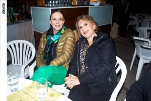 Rosario Verme y Margarita Rake en noche bailable, Los Cóndores.