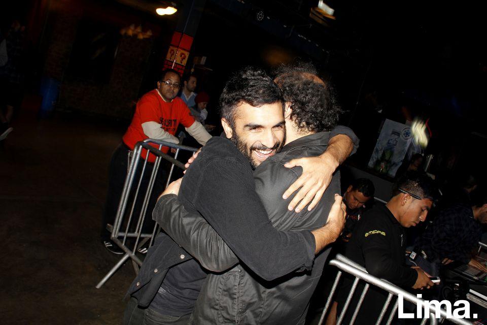 Gonzalo Ladines y Sandro Angobaldo en concierto Clap You're Hands Say Yeah, Barranco.