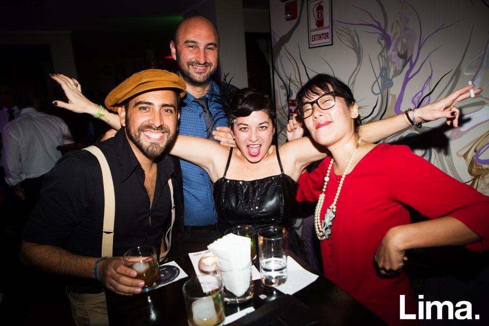 Juan José Camprubi, Fernando García, Cristina Rendón y Nagisa Otsubo  en Speakeasy, Bar clandestino.