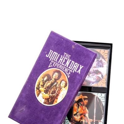 The Jimi Hendrix Experience: Le encanta la música, por lo que entre sus pertenencias guarda grandes colecciones de los discos más emblemáticos de sus bandas favoritas.