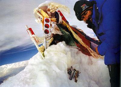 Bruce Herrod. Llegó a la cumbre a las 5 pm. y se tomó está foto. Se le perdió el rastro dos horas después mientras descendía.