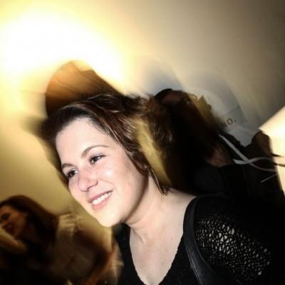 Caroline Claux en cumpleaños de Rafo Iparraguirre, Microteatro.