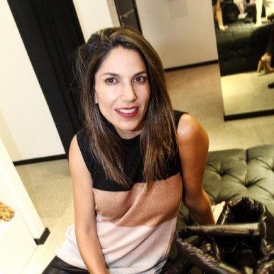 Gisella Jaramillo  en inauguración tienda Isidra, San Isido.