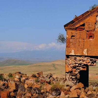 La ciudad turca de Ani fue la capital del imperio hace mil años, donde convivían alrededor de 200mil personas. En 1750 el lugar fue abandonado debido a las múltiples batallas.