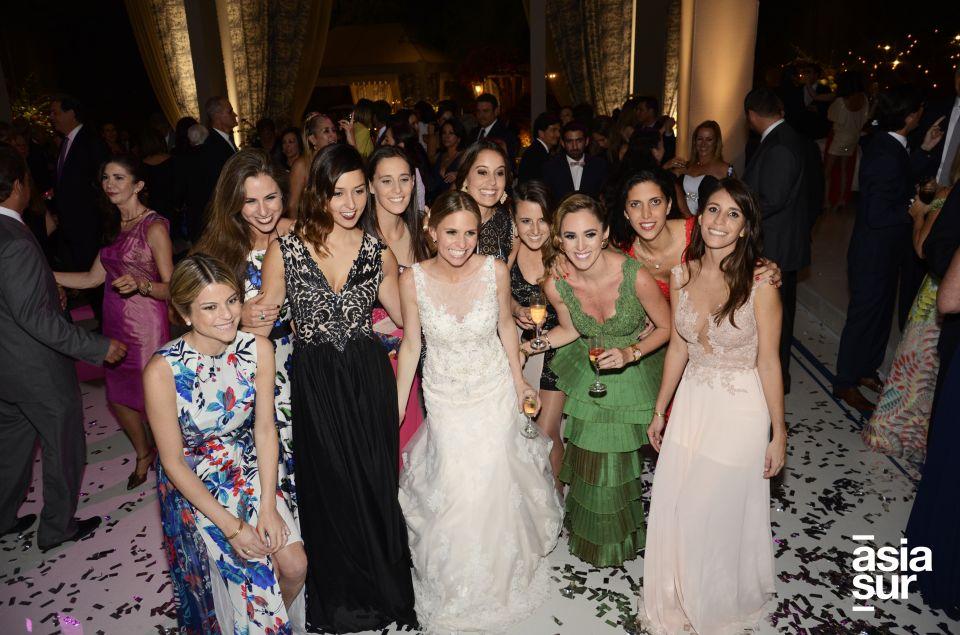 La novia junto a sus mejores amigas.