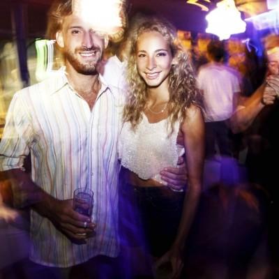 Carlos Gambirazio y Carolina Bocian en Formentera Bar, Boulevard de Asia.