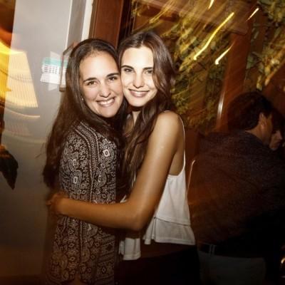 Paula Maldonado y Macarena Achaga en cumpleaños de Francisco Bass, Restaurante NOS, Miraflores.