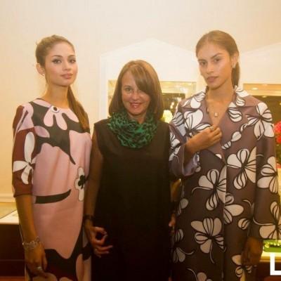 Ana Maria Guiulfo junto a dos de sus modelos