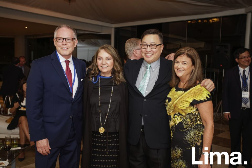 Brian J. Glade, Alejandra Aranda, Simon Wan, Karen Greenbaum