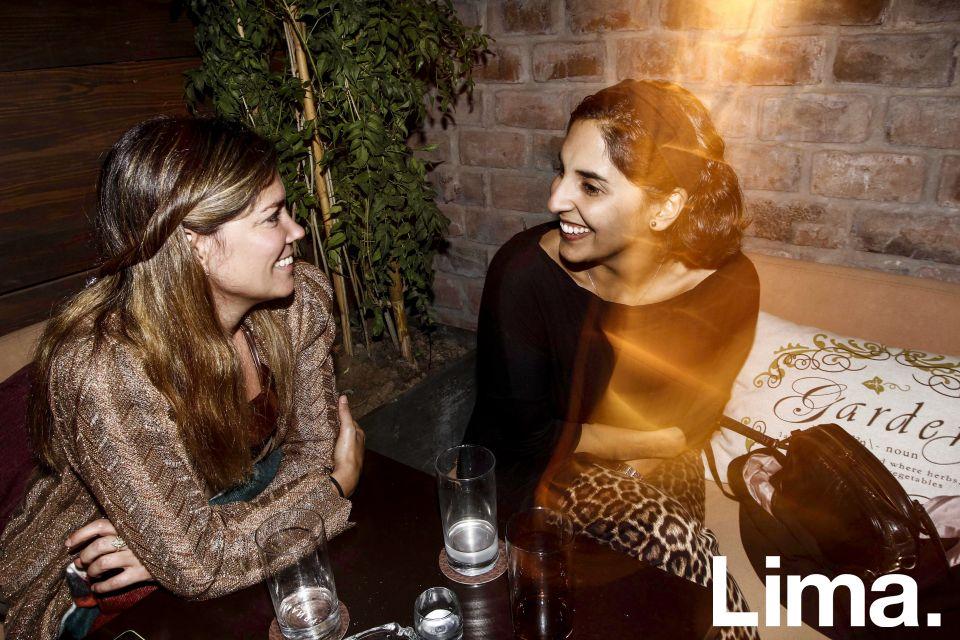 Lara Mujica y Daniela Santis en aniversario de Carnal, Miraflores.