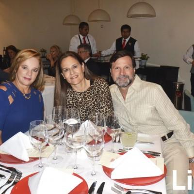 Mariella de Mustafá, Maricel Artadi y Francisco Viteri