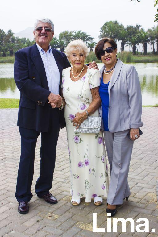 Miguel Andrade Varea,  María Varea y Nelly Luna