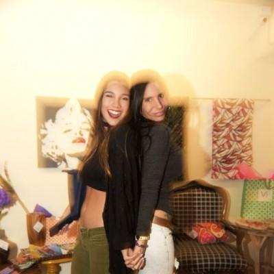 Mafe Neyra y Chiara Gibelli  en lanzamiento de Solkissed  bikinis, Vernácula.