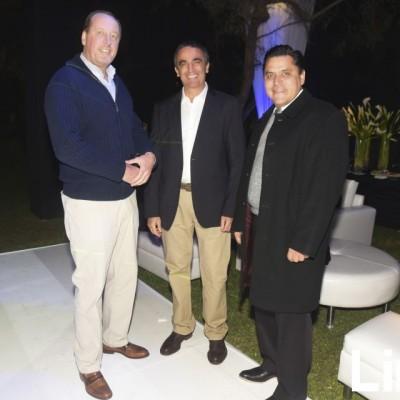 Gerard Van Den Heuvel, Patricio Lira y Luis Flores.
