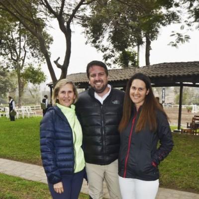 Janine Ward, Martín Caillaux y Carolina Gomez.