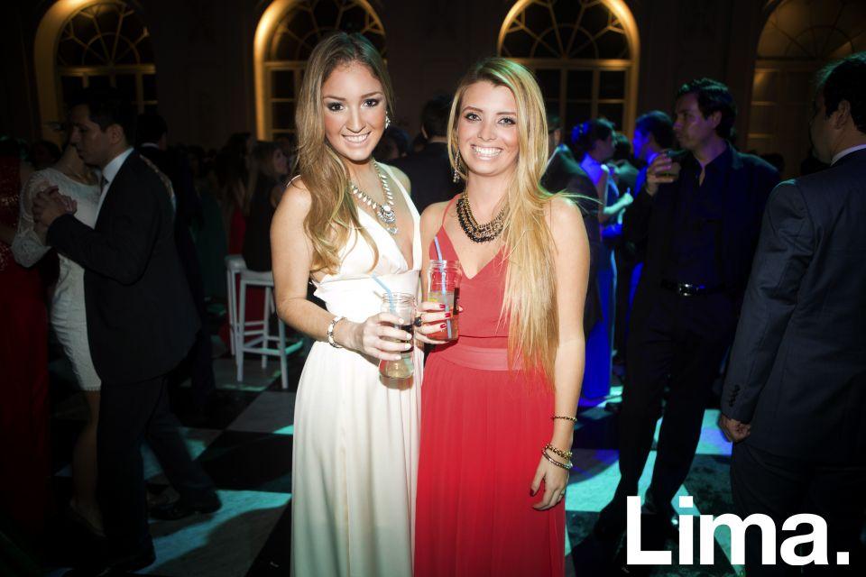 Daniela Carías y Viviana Arrisueño.