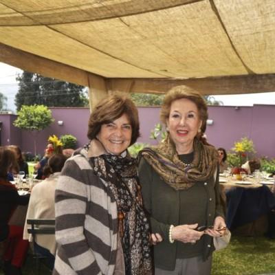 Cecilia León de Zamora y Marita Rey de Castro.
