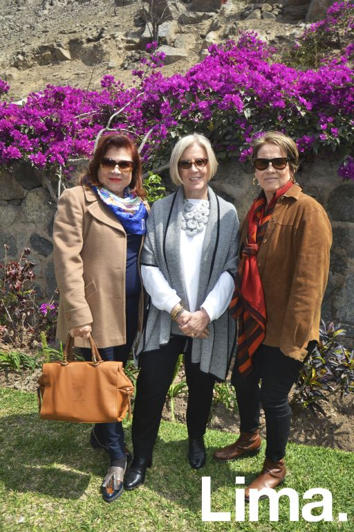 Lala Ferrero, Renata Cánepa y Tessy de González.