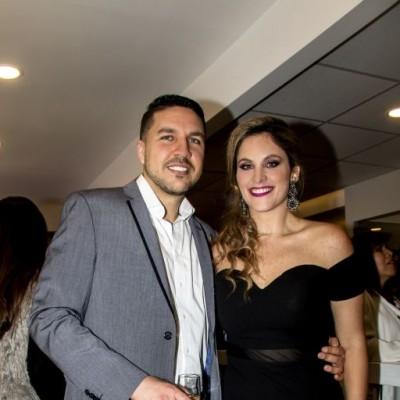 Guillermo Navarro y Carolina Indacochea en inauguración de su estudio, Chacarilla.