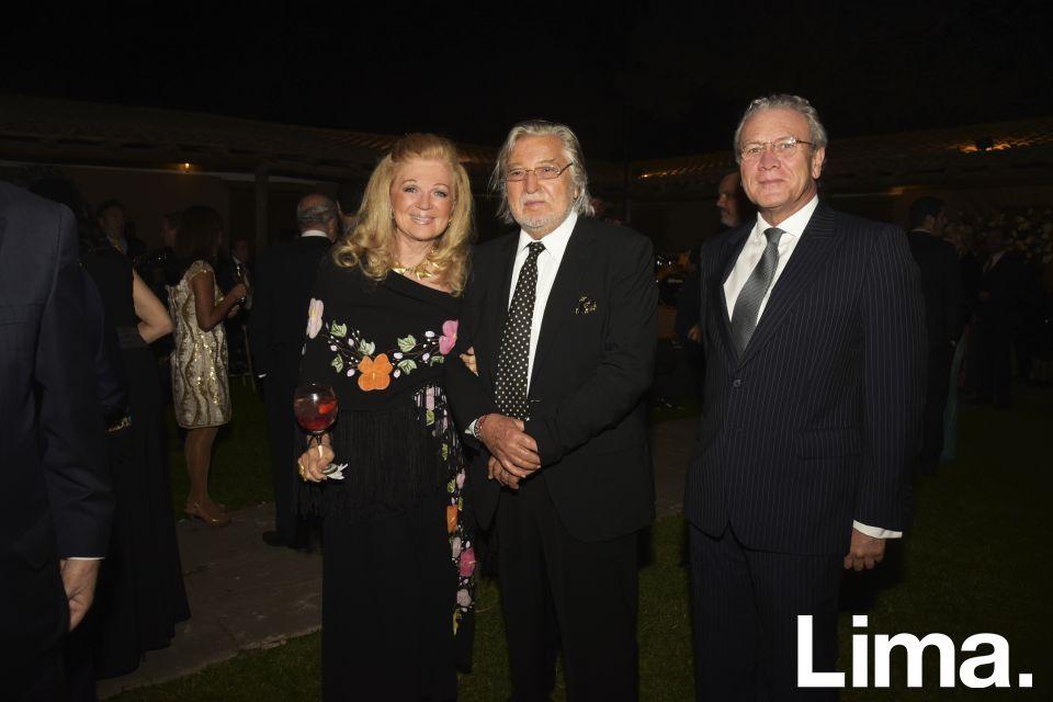 Jeanette de Revilla, Carlos Revilla y Gonzalo Guitiérrez.