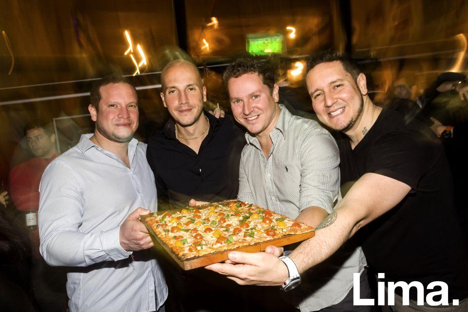 Jose,  Miguel, JuanFran y Mario Melgar en inauguración de Veggie Pizza, Miraflores.