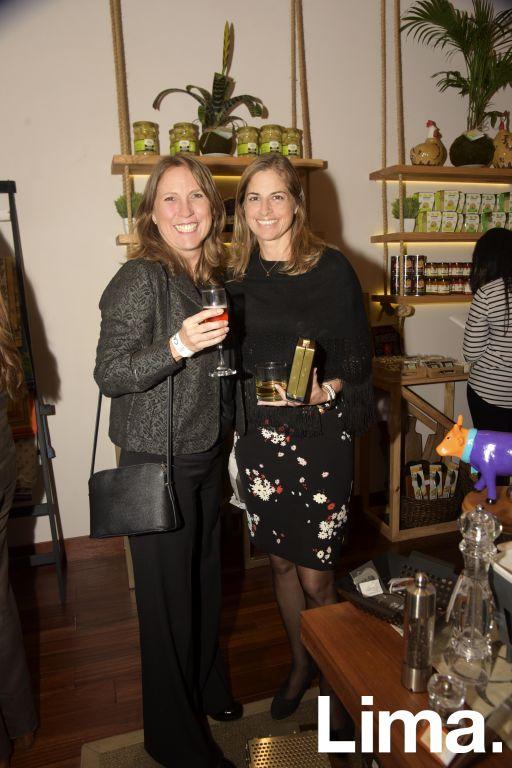 Mariel Gonzales y Mónica Gonzales.