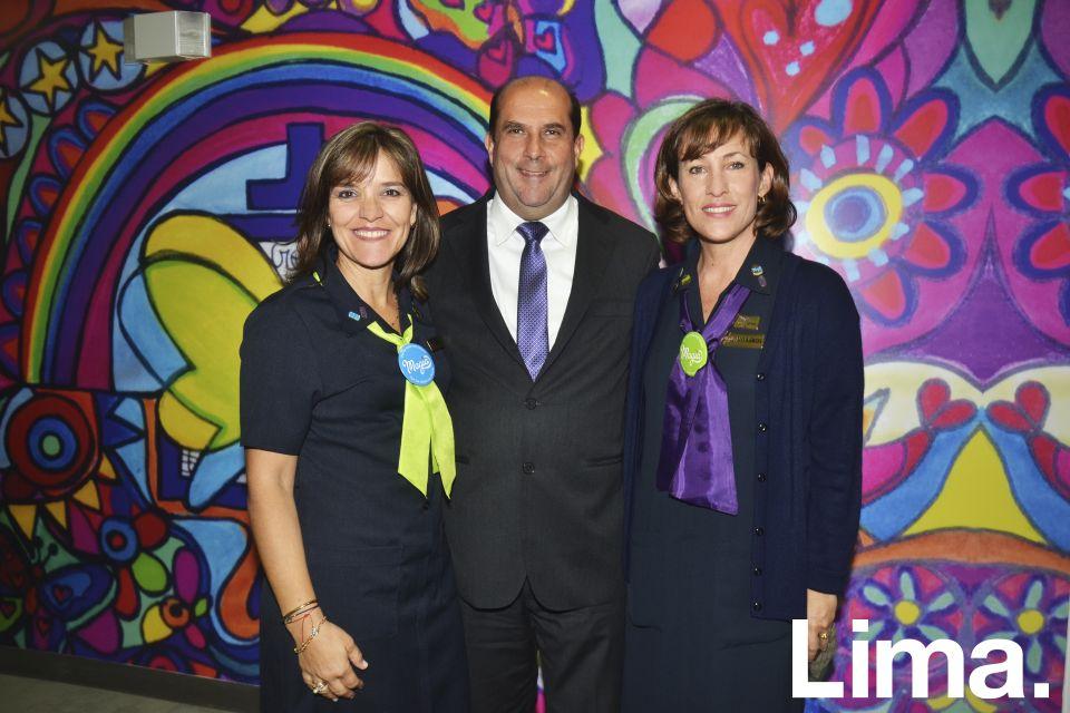 Marisol y Alfredo Delgado y Milagros Piaggio.
