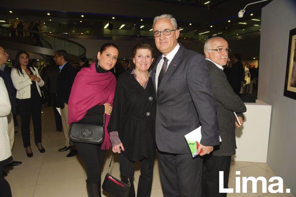 Shadia Mattar de Castillo, Melania Abusada y Martín Galvez.