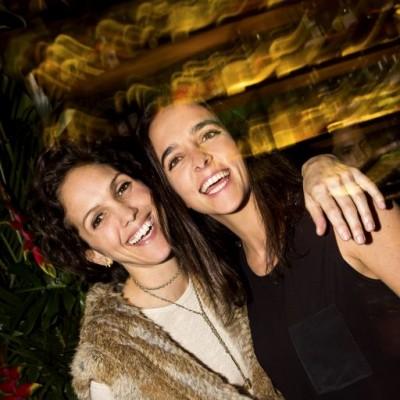 Stephanie Wakeham y Laura Fernández  en inauguración de la terraza de Osaka, San Isidro.