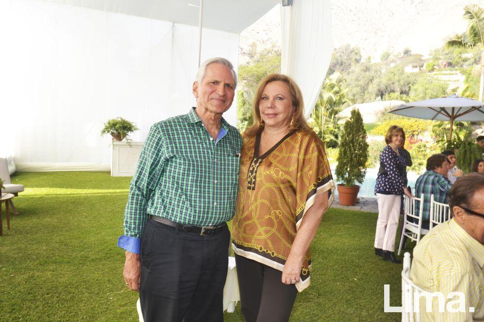 Carlos Luis Linares y Roselvy Clarke de Linares.
