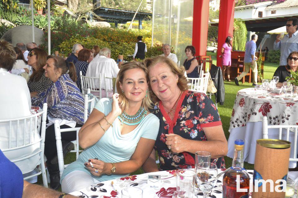 Cecilia Balbuena y Mercedes Llosa de Seminario.