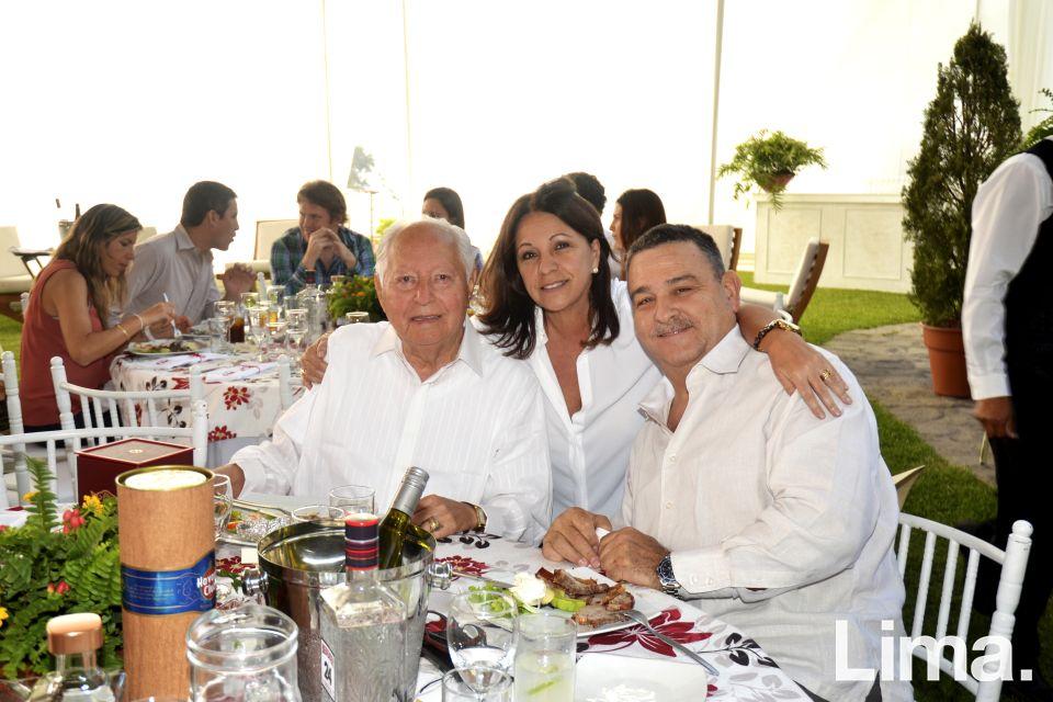 Hector y Lily Morey con Eugenio Varela.