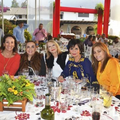 Liliana de Hundskopf, Lulu del Solar, Laura Velasco, Elvira Linares y Lizzi de Uceda.