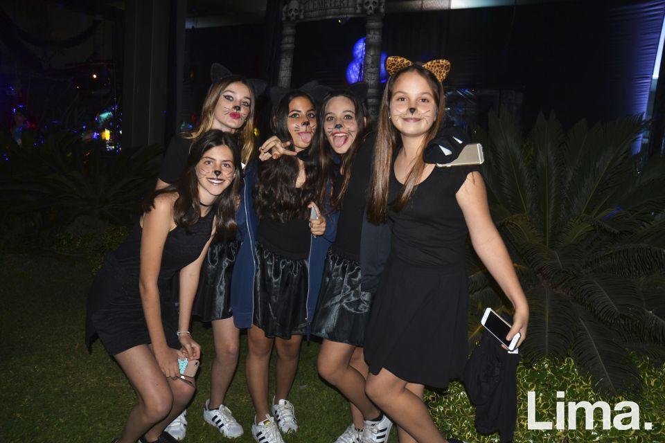 Micaela Simon , Mikela Gajluf , Ariana y Andrea Oblitas y Fernanda Saba.