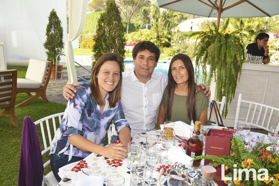 Paula Canaval, Alejandro Sayan y Monica León Velarde.