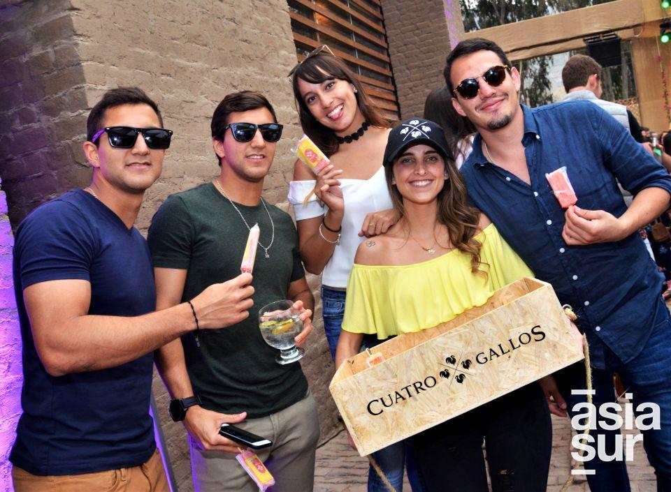 Alvaro Larrea, Mauricio Larrea, Denise Segovia, Melissa Chavarri y Kevin Perez.