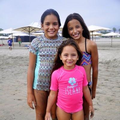 Almudena García, Micaela García y Dania Morán en Playa del Sol.
