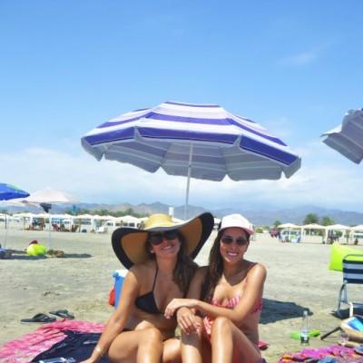 Ana Mella Garcia Rada y Fiorella Sandoval en Playa del Sol.