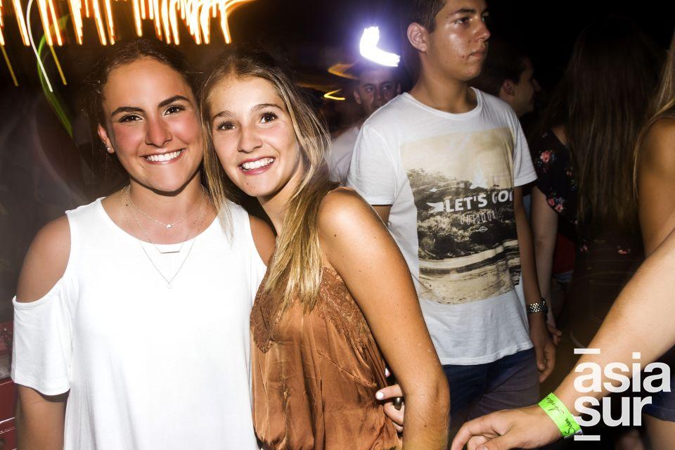 Andrea Rey e Ines Catalano en La Cachina Bar, Boulevard de Asia.