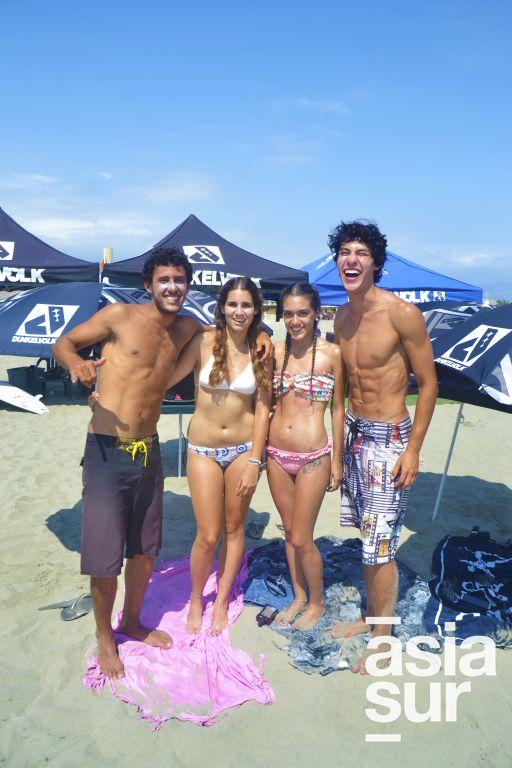 Enzo Burge, Stephany O´Bryan, Alessandra Urrutia y Cesar Caceres en Playa Blanca.