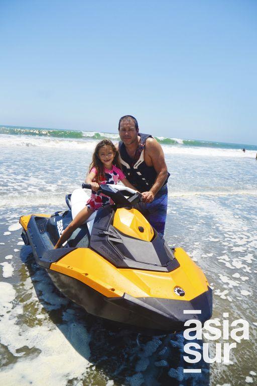 Jano Bustamante e Irene Bustamante en Playa del Sol.