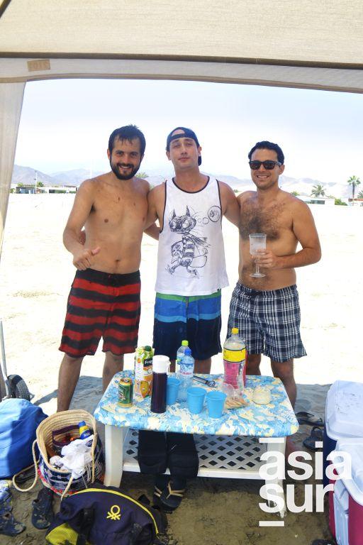 Rodrigo Echevarria, Parcemon Franco y Jose Velarde Alvarez en Playa Blanca.