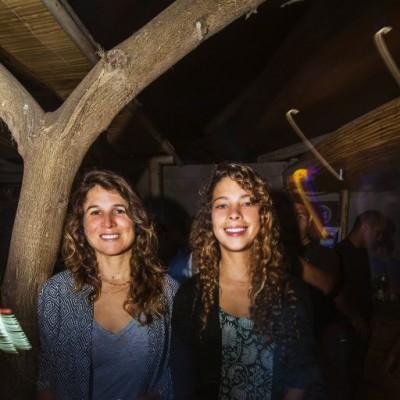 """Sofia Mulanovich y Camila Toro en el lanzamiento de """"Distance Between Dreams""""  de Red Bull en el Drágón del Sur, Punta Hermosa."""