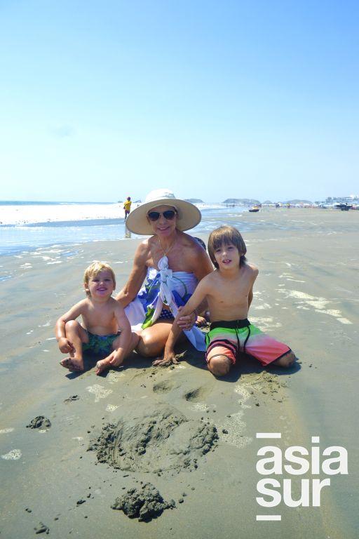 Techi Reusche, Juan Salvador y Gabriel Ignacio Reusche en Playa Blanca.