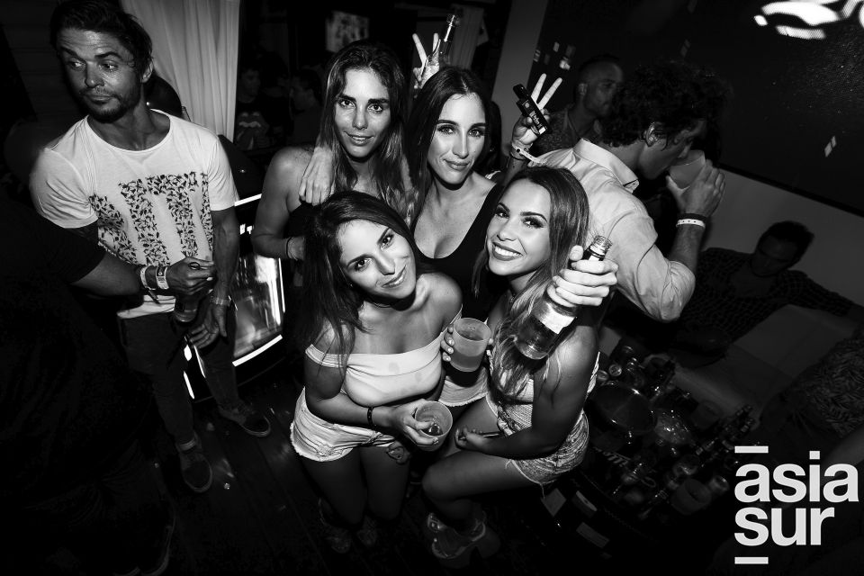 Vania Torres, Cristina espinoza, Lucila Barr y Mariasol Avendaño en Resident, Punta Negra.