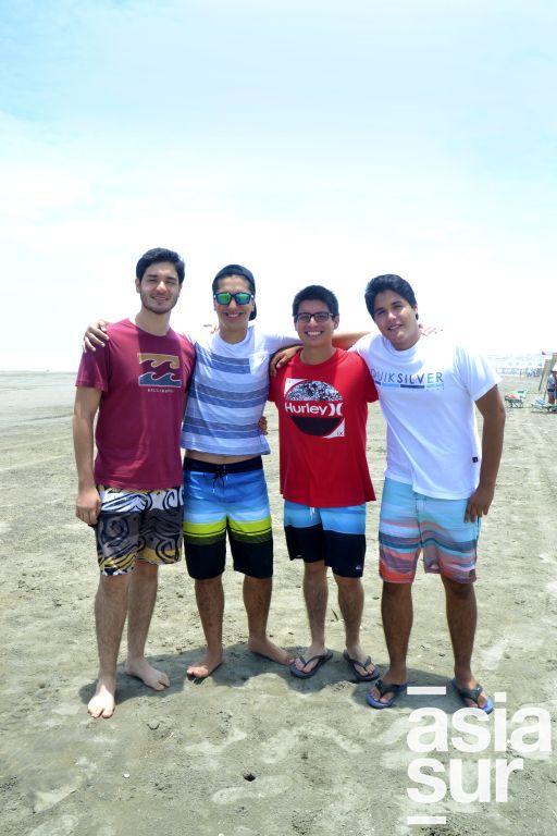 Cristian Carrión, Juan Pablo Benavente, Alejandro Andrade y Matais Alvarado en Playa Blanca.