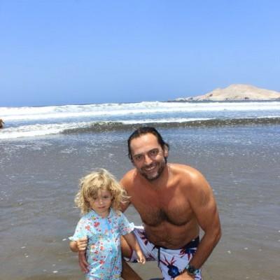 David Y Zoe Lecca en Playa del Sol.